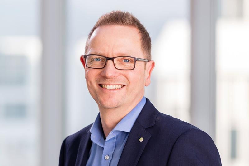 Portraitfoto von Herrn Martin Egenolf, Leiter der Personalabteilung der MMV Bank.